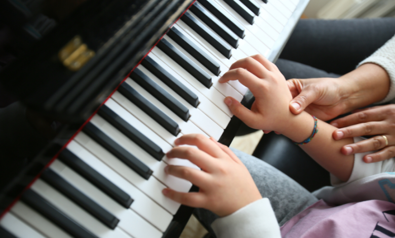 play-the-piano.